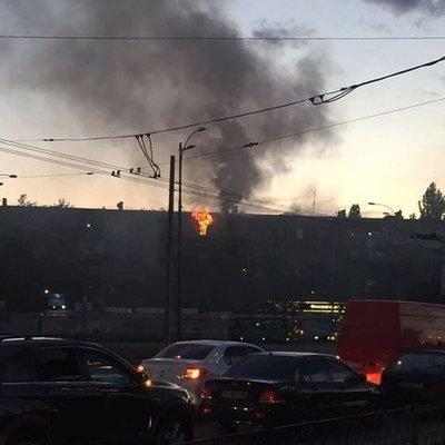 В Киеве произошел пожар в жилом доме (фото, видео)