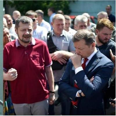 Депутаты подрались под здание суда из-за Ляшко