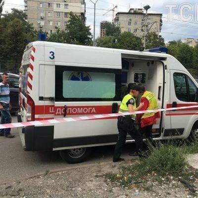 Смертелькое ДТП: в Киеве BMW влетел в помещение автосервиса, погиб сотрудник (фото)