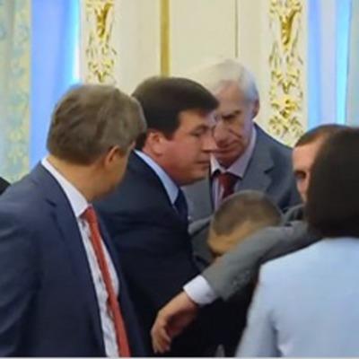 Та что у них там за вечеринка: Главный пограничник Украины потерял сознание на встрече Порошенка с Лукашенком