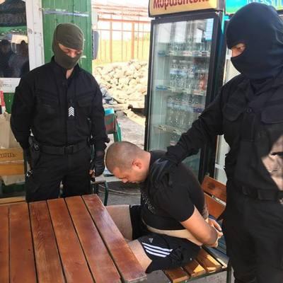Мужчина пытался за 300 тысяч гривень легализовать свою плантацию марихуаны