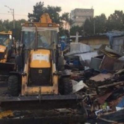 В Киеве бульдозерами снесли целый рынок