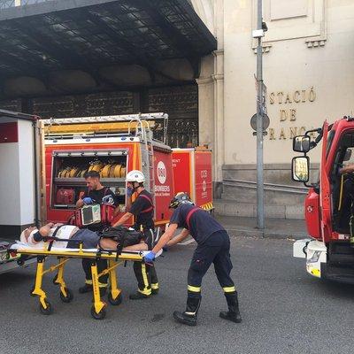 В Барселоне электричка врезалась в перрон, десятки пострадавших (фото)