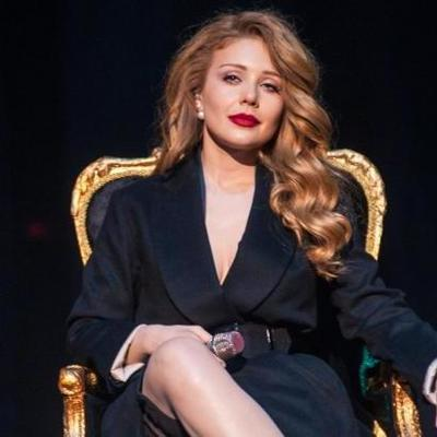 Тина Кароль в шикарном платье продемонстрировала мастерство игры на фортепиано