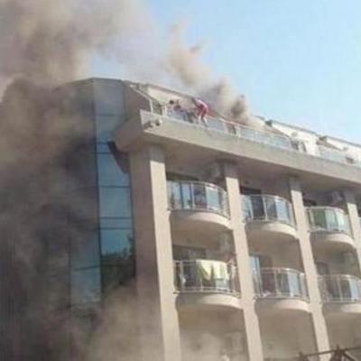 На популярном курорте вспыхнул отель (видео)