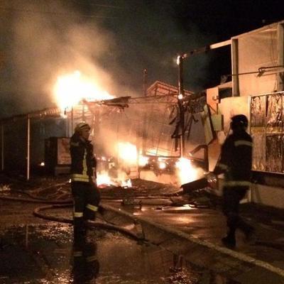 В Одессе полностью сгорел прибрежный ресторан (фото и видео)