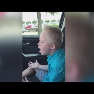 Мальчик с синдромом Дауна поразил Сеть, исполнив песню Уитни Хьюстон (видео)