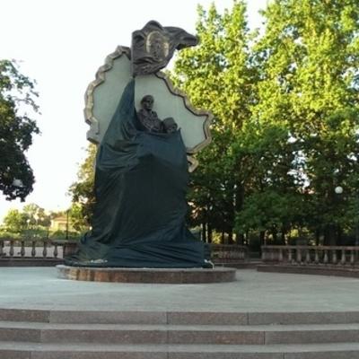 В Луганске взорвали памятник боевикам