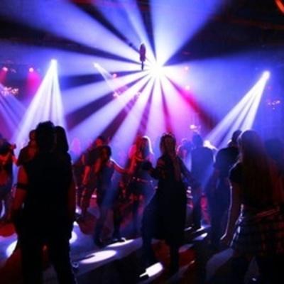 В Киеве задержали двух наркодилеров, торговавших в ночных клубах кокаином