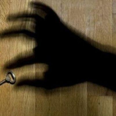 Видел бы Робин Гуд: Мошенники в сговоре с полицией отбирали жилье у одиноких людей
