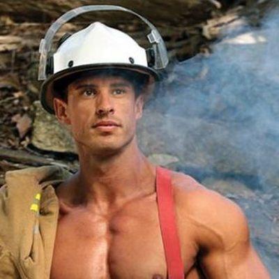 Соблазнительные пожарные Австралии снялись для календаря