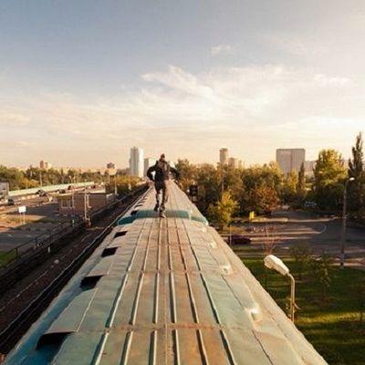На Харьковщине парня убило током на крыше поезда
