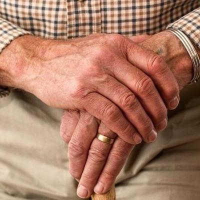 В Харькове пенсионер прожил два месяца на табурете