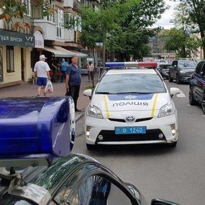 В Киеве водитель устроил ДТП, разбил пять машин и сбежал (фото)