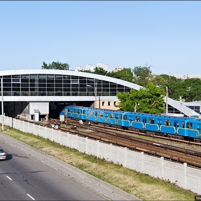 На станции метро «Дарница» умер мужчина
