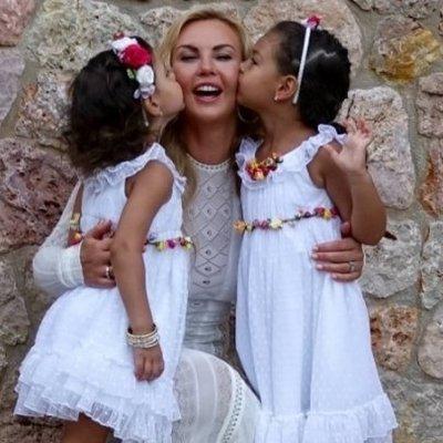 Красавицы: Камалия показала своих дочерей