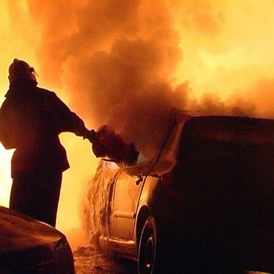 В столице, протаранив шесть автомобилей, воспламенилась иномарка