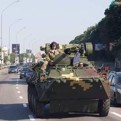По Киеву проехала военная техника (фото)