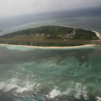 Эсминец США прошел вблизи спорного острова в Южно-Китайском море, Китай выразил протест