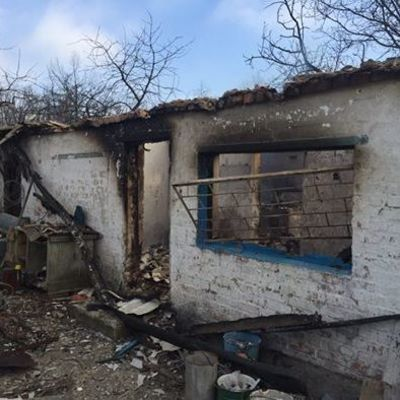 Летит четко в жилые дома. Зачем? Мы не понимаем: российские наемники обстреляли Новолуганское из БМП (видео)