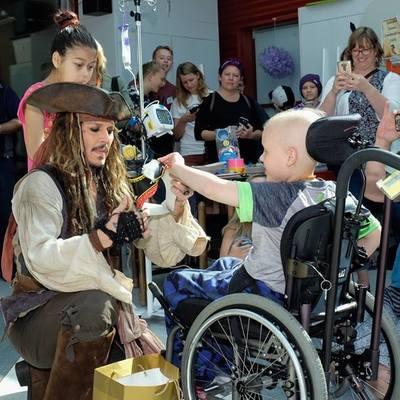 Джонни Депп потешил сюрпризом тяжелобольных детей (фото)