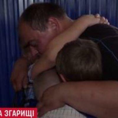 Отец-одиночка, который остался на пепелище с пятью детьми наконец получил поддержку чиновников