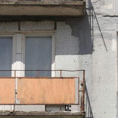 В Луганске с балкона выпал пьяный российский наемник