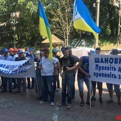 Под Кабмином митингуют шахтеры (видео)