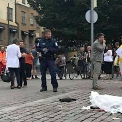 В Финляндии мужчина устроил на улице резню (видео)