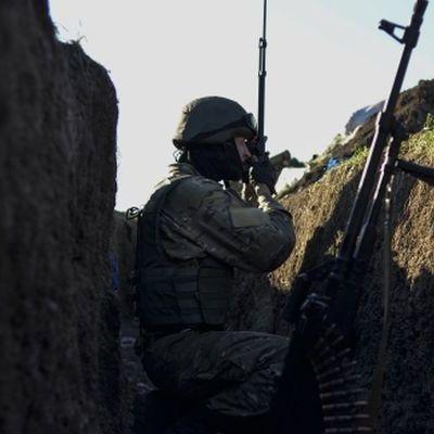 За сутки боевики 47 раз обстреляли украинские позиции, 5 раненых, - штаб АТО