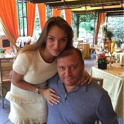 Папа не против: уже замужняя но по прежнему «голая» дочь Добкина удивила сети (фото)