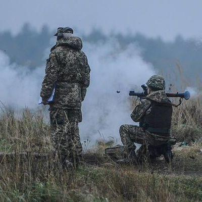 В Луганской области в результате обстрелов загорелся лес