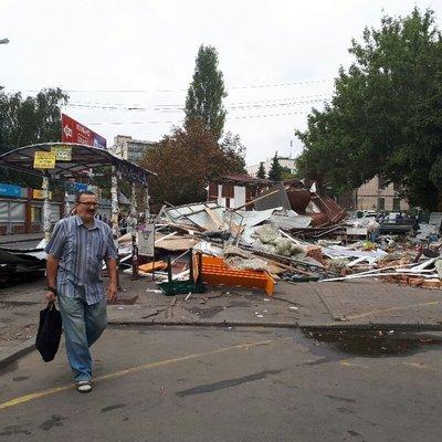 В Киеве возле метро «Политехнический институт» демонтировали незаконные МАФы