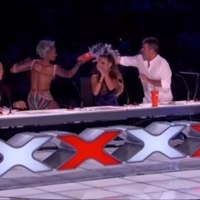 Мел Би в бешенстве окатила водой коллегу по шоу «Америка ищет таланты» (видео)