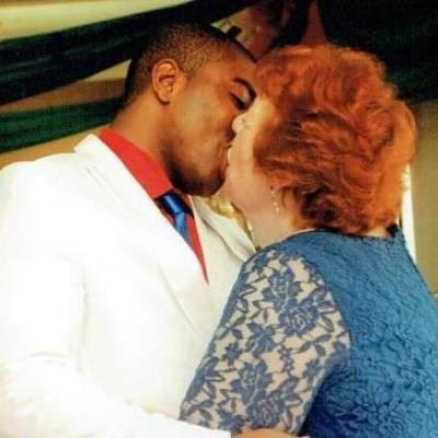 Знакомство в Интернете: 72-летняя британка вышла замуж за 27-летнего нигерийца