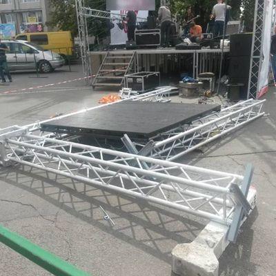 В Умани во время концерта ко Дню независимости на детей упала сцена