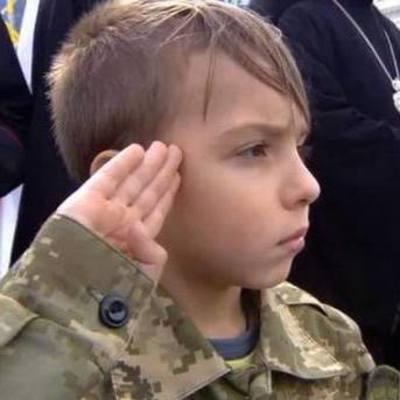 Внук Ады Роговцевой стал героем парада на Крещатике (фото)