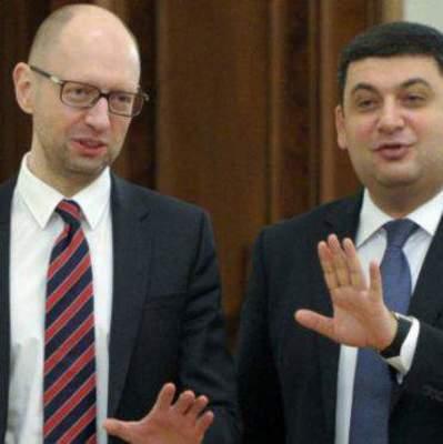 «За кефиром сходила»: пользователи стебутся над прогулкой Гройсмана и Яценюка