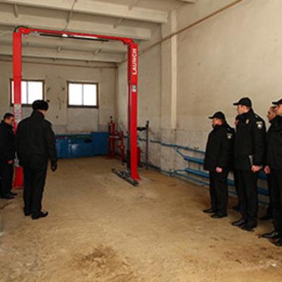 В Киеве несколько часов доставали из подполья беглеца
