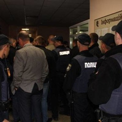 Сотни швей отбили захват фабрики в Чернигове (видео)