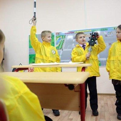 Украинским школьникам раздадут светоотражатели, чтобы обезопасить от ДТП