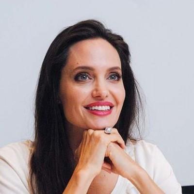 Анджелина Джоли пришла без нижнего белья на премьеру своего фильма (фото)