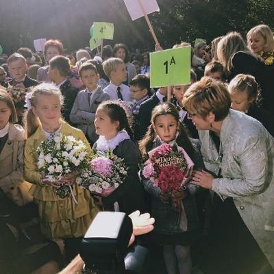 Светлана Лобода сегодня отправила в школу дочь-первоклассницу (фото)