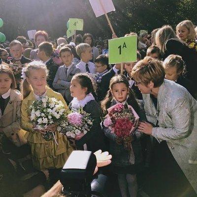 День знаний: звездные родители побывали на школьных линейках (фото)