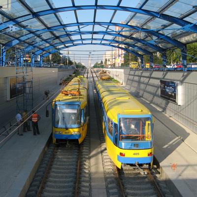 В Киеве неизвестные обстреляли трамвай