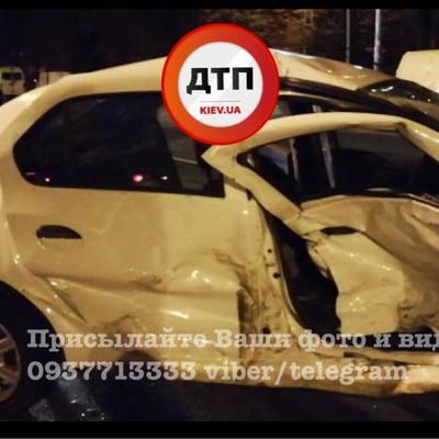 В Киеве Lexus попал в жуткое ДТП (фото)