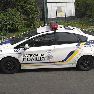 В Киеве пьяная компания напала на полицейских