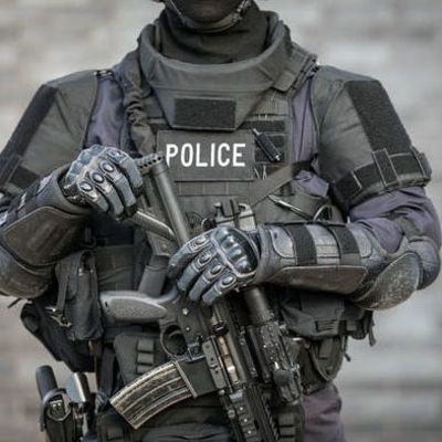 Французская полиция устроила АТО под Парижем
