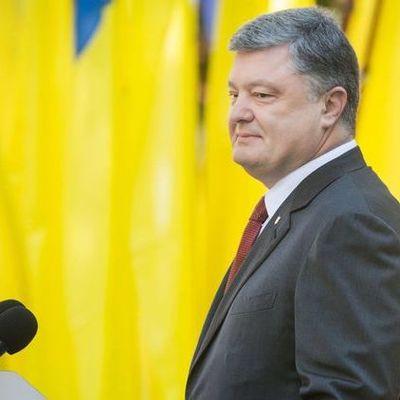 Президент Порошенко ежемесячно получает по миллиону гривен процентов от собственного банка