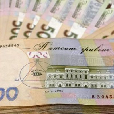 Украинцам хотят повысить минимальную зарплату